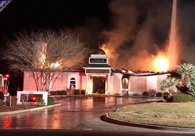 علت آتش زدن مسجد در تگزاس آمریکا + عکس