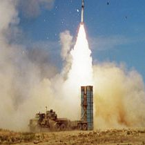آغاز تحویل سامانه دفاع موشکی اس 300 روس به ایران